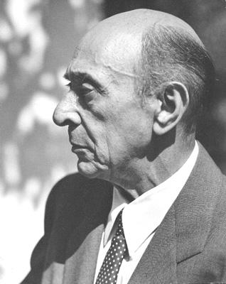 十二音技法を用いた作曲技法 Photo of Arnold Schoenberg in Los Angeles, believed to be taken in 1948. Source of photo is the Schoenberg Archives at USC. The archive grants permission to publish this image, provided that the photographer is credited. Florence Homolka