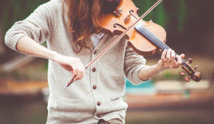 オスティナート(ostinato)について。同じ音型と音程の反復。